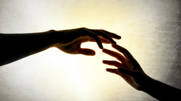 5 Intrinsic Benefits of Helping Others