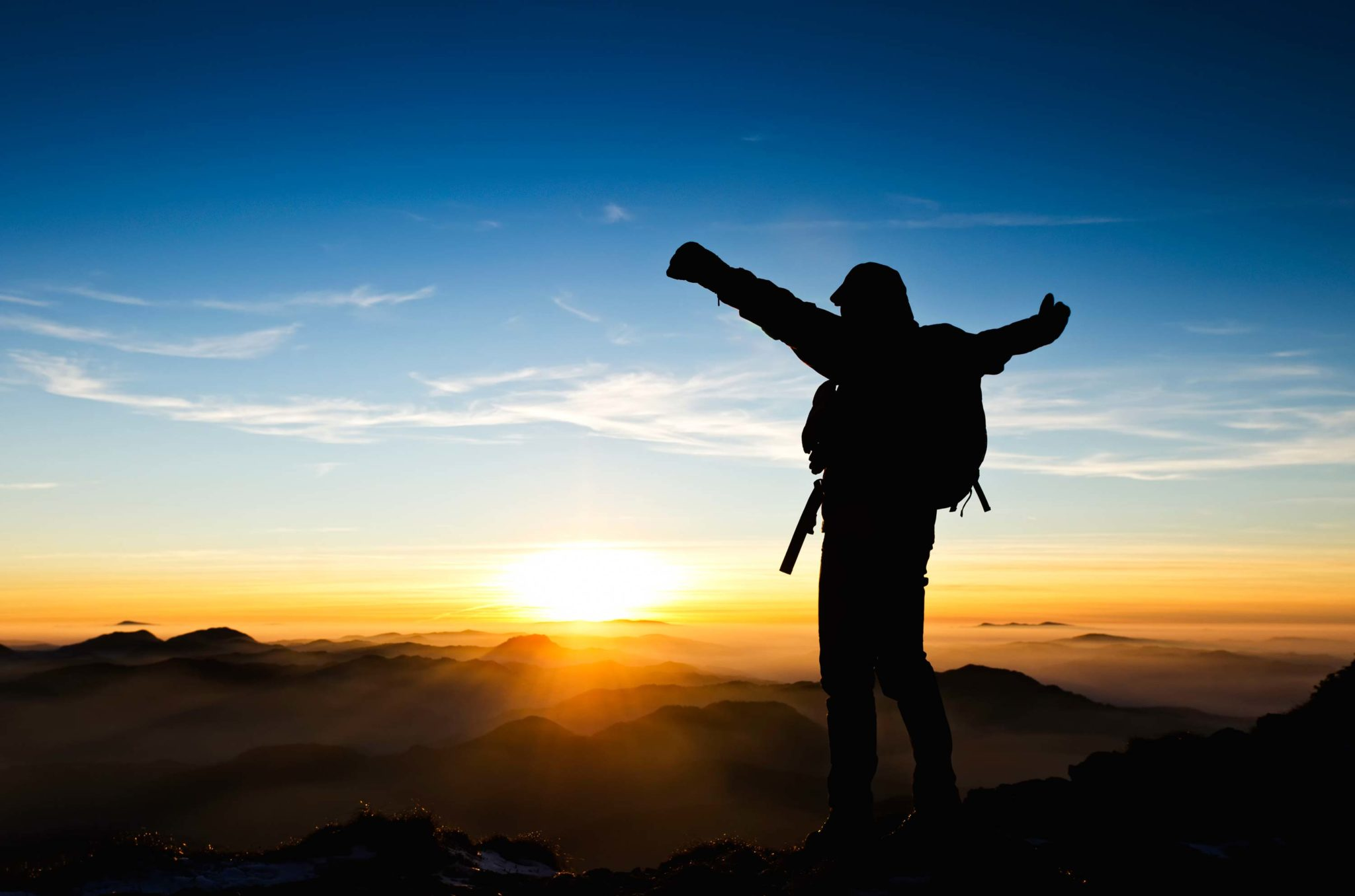 4 Steps To Achieve Your Goals In 2017 - guy on mountain