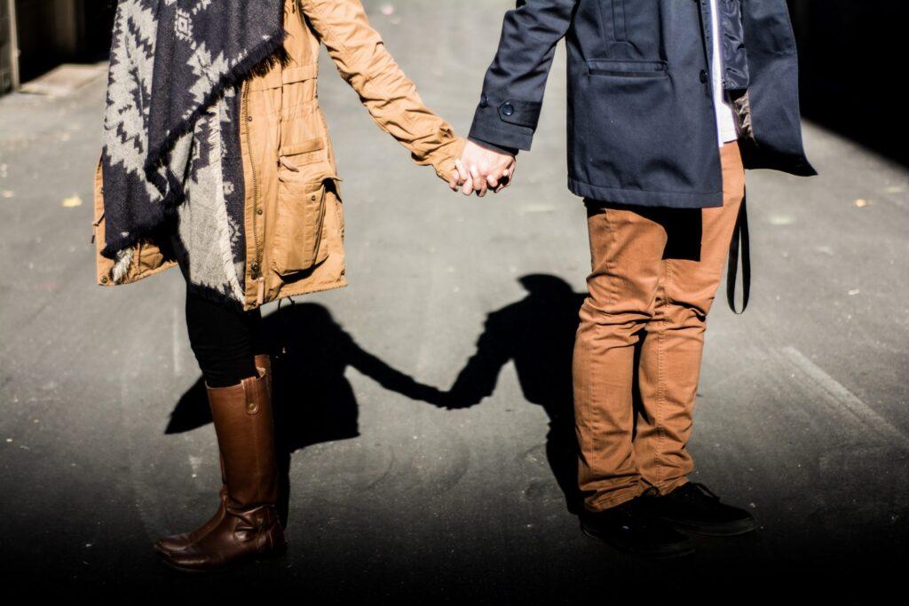couple-toxic-relationship-negative-body-language