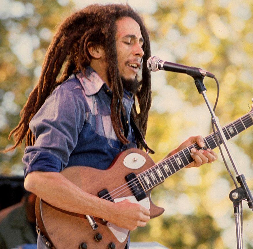 bob-marley-with-a-guitar
