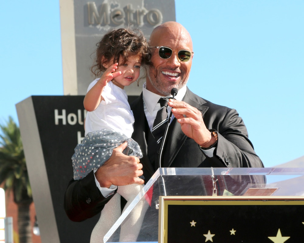 dwayne-johnson-and-daughter-hollywood-walk-of-fame