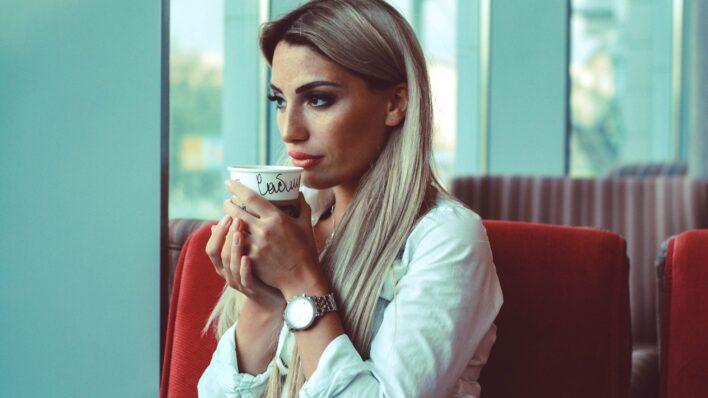 woman-drinking-starbucks-coffee