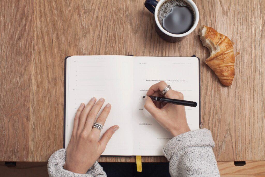woman-writing-to-do-list