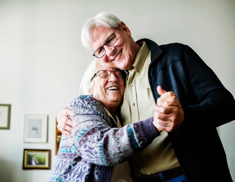 senior-couple-dancing