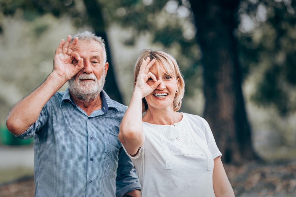 old-couple-having-fun