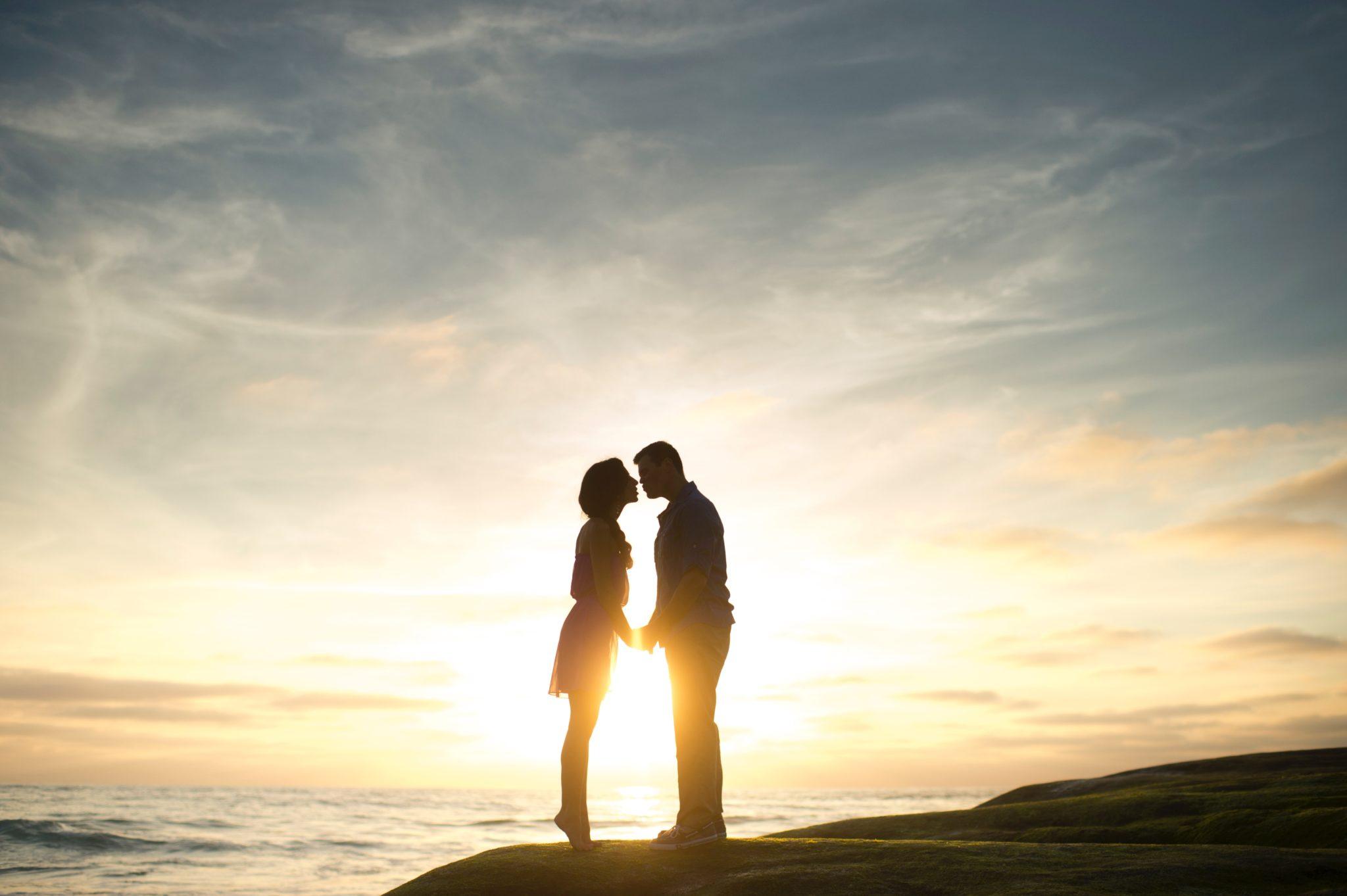 dating a hopeless romantic man