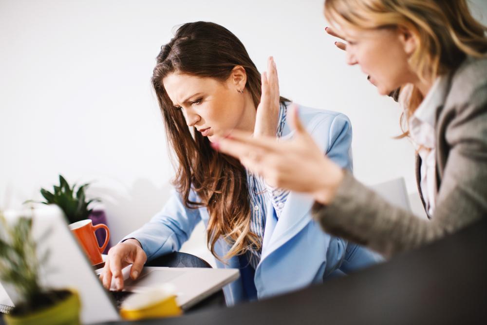 businesswomen-office-argument