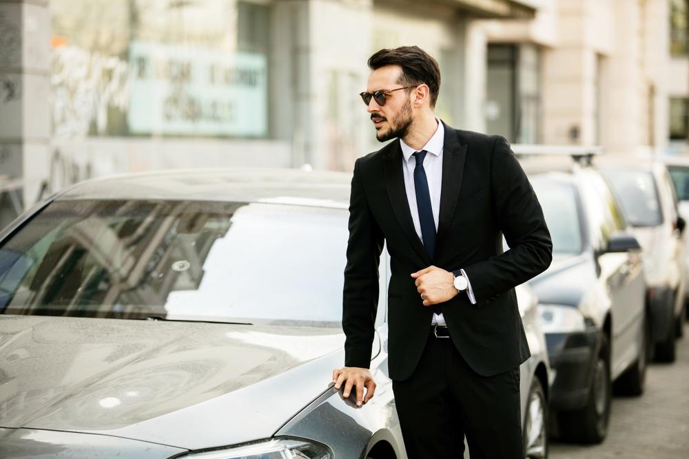 businessman-exuding-confidence-body-language