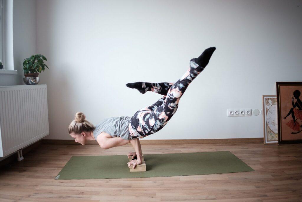 strong-woman-advanced-yoga-pose