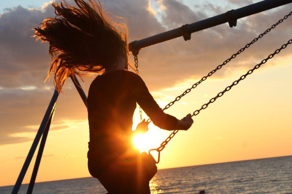 woman-swing-at-sunset