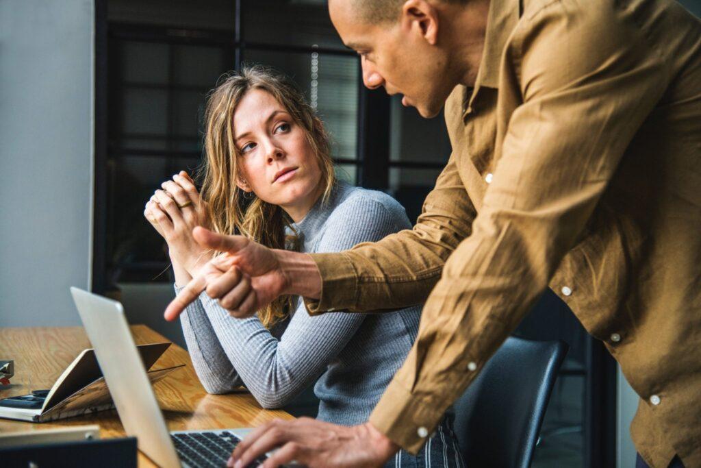 woman-listening-man-showing-computer