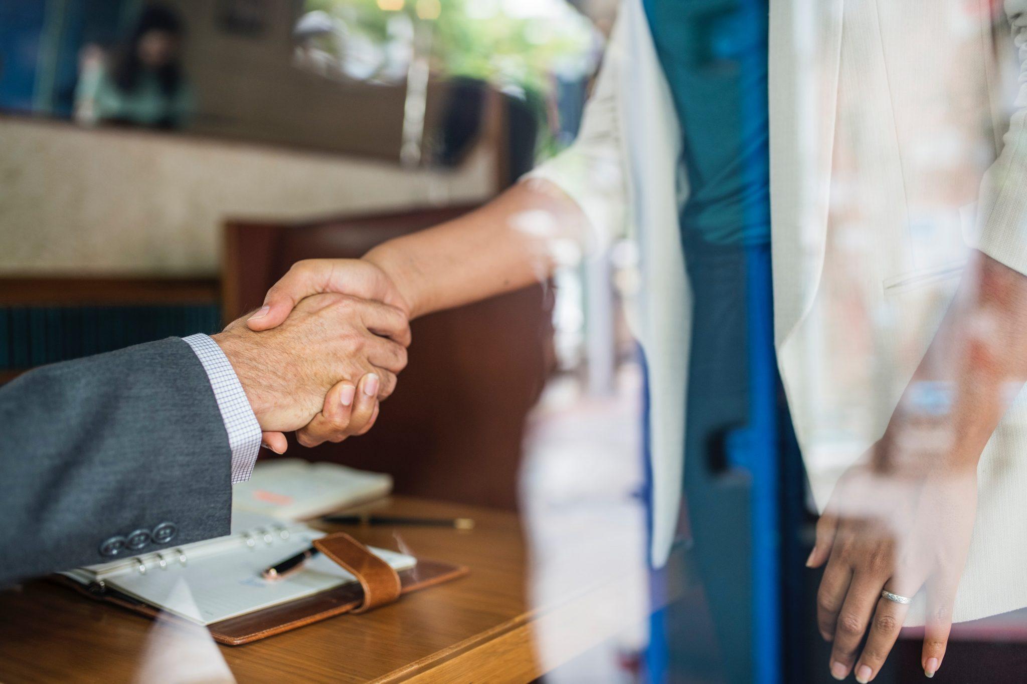 first-introduction-handshake-between-man-woman
