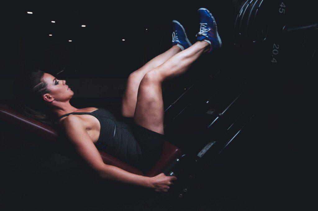 strong-woman-using-leg-press