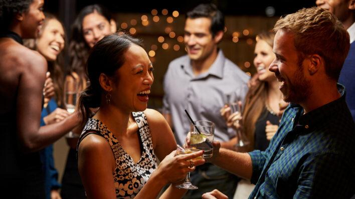 couple-striking-up-conversation-drinking-dancing