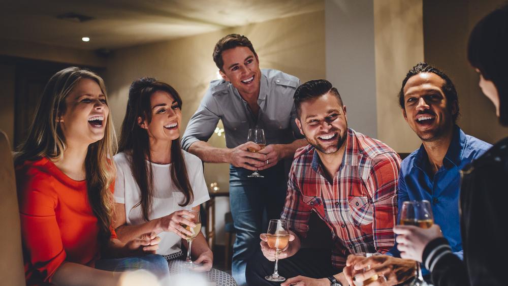 group-friends-at-bar