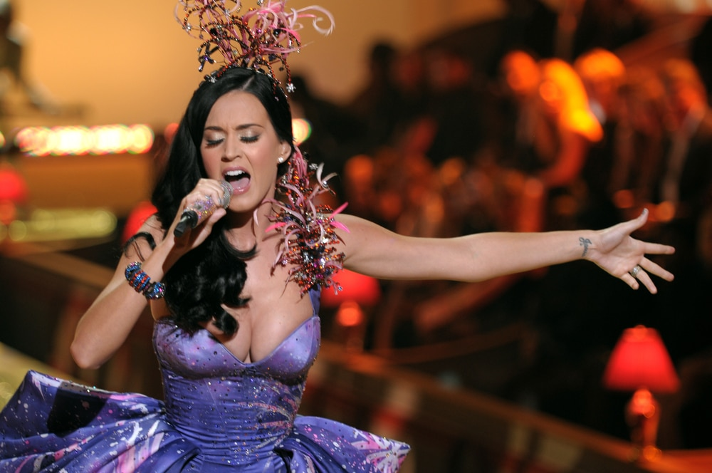 katy-perry-performing