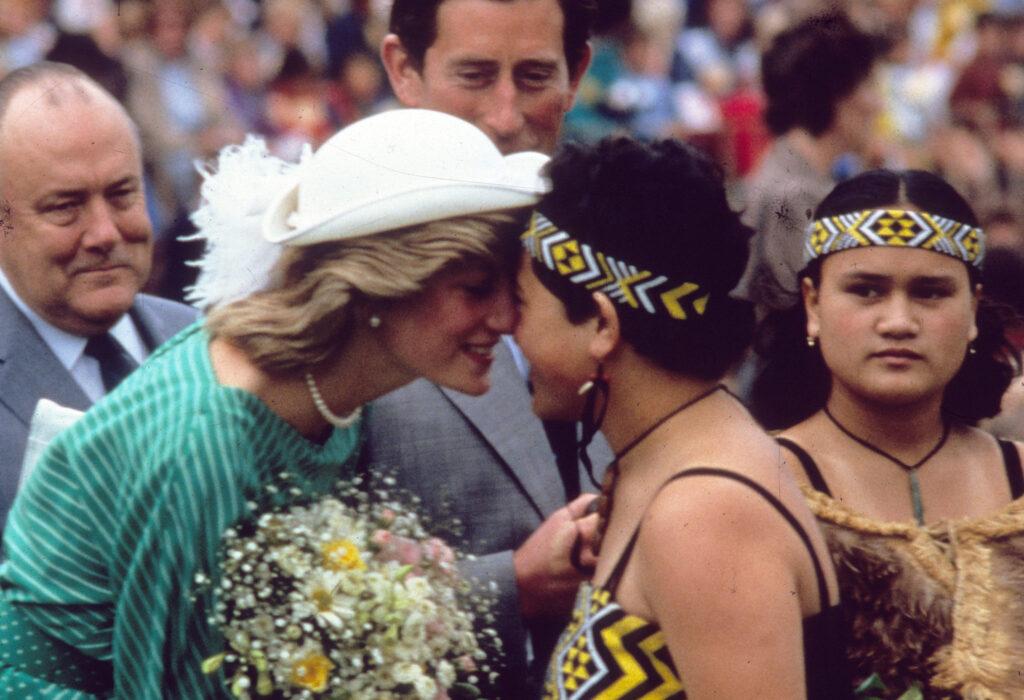Princess-Diana-greeting-a-Maori-woman