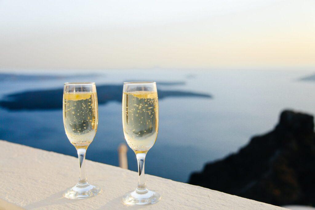 Glasses-of-wine-overlooking-the-ocean