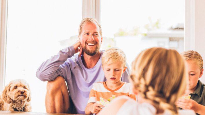blond-family-golden-retriever