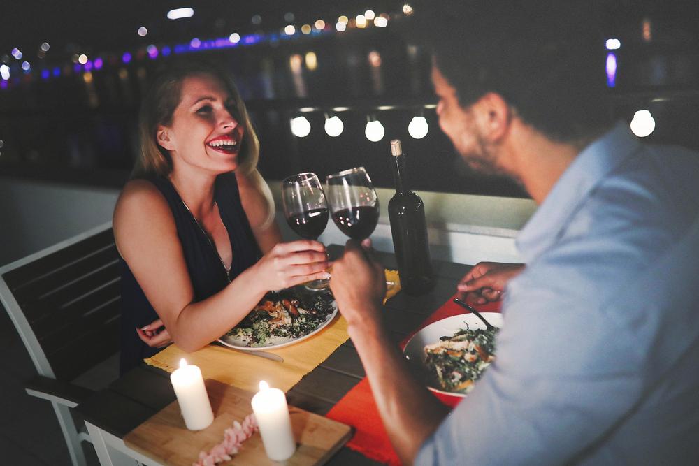 couple-enjoying-successful-date-night