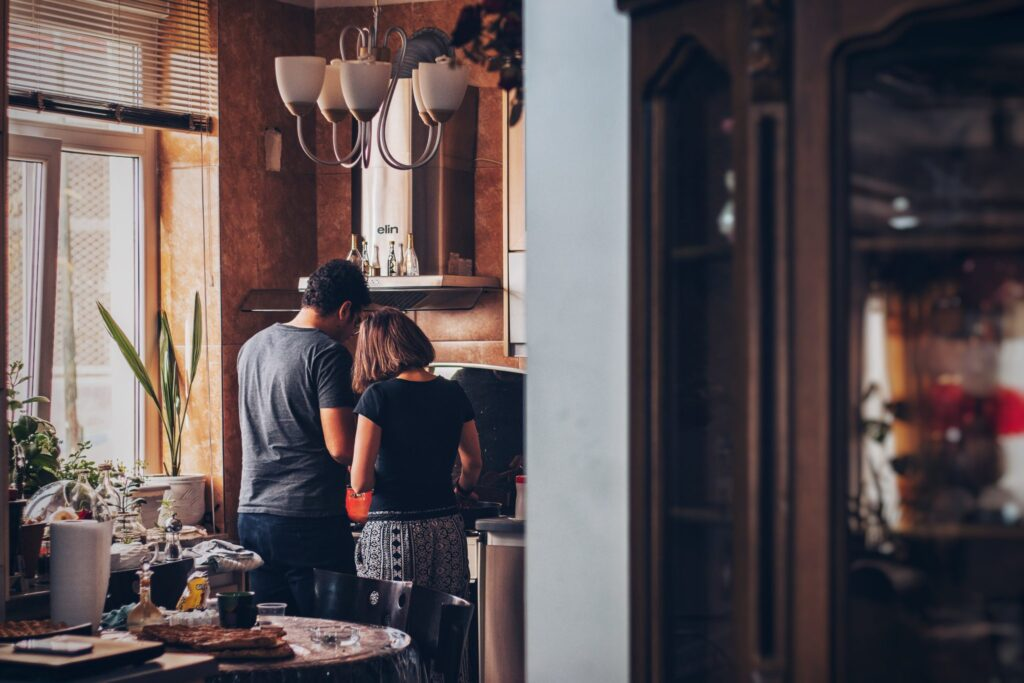 A-couple-cooking-together
