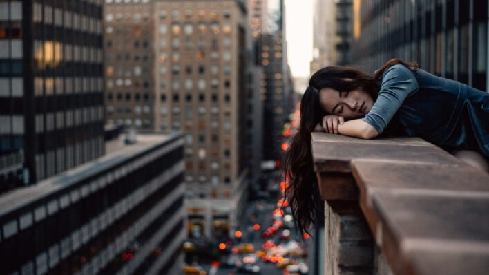 Woman-asleep-on-top-of-a-NYC-roof