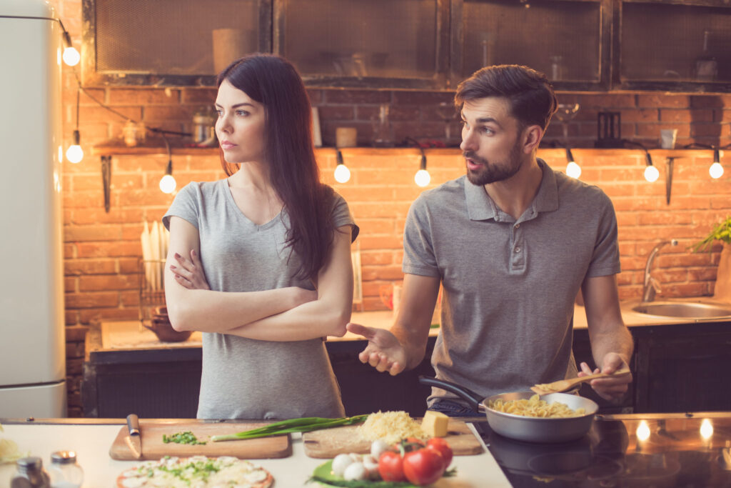 Couple-arguing-in-a-kitchen