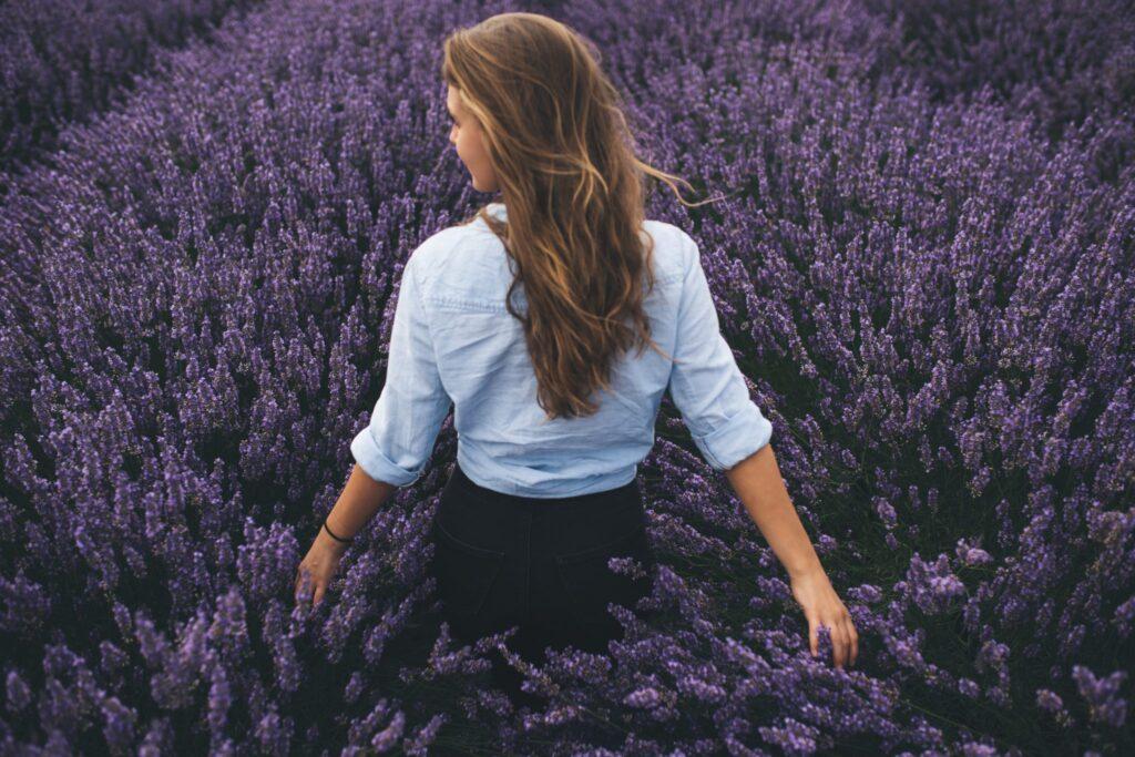 Woman-in-a-lavender-field