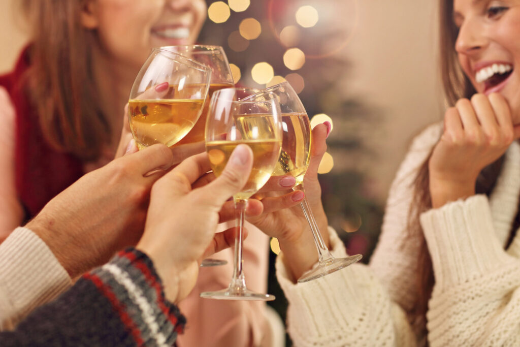 Friends-toasting-to-the-holidays