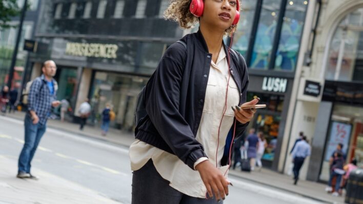 Woman-with-headphones-in-the-street