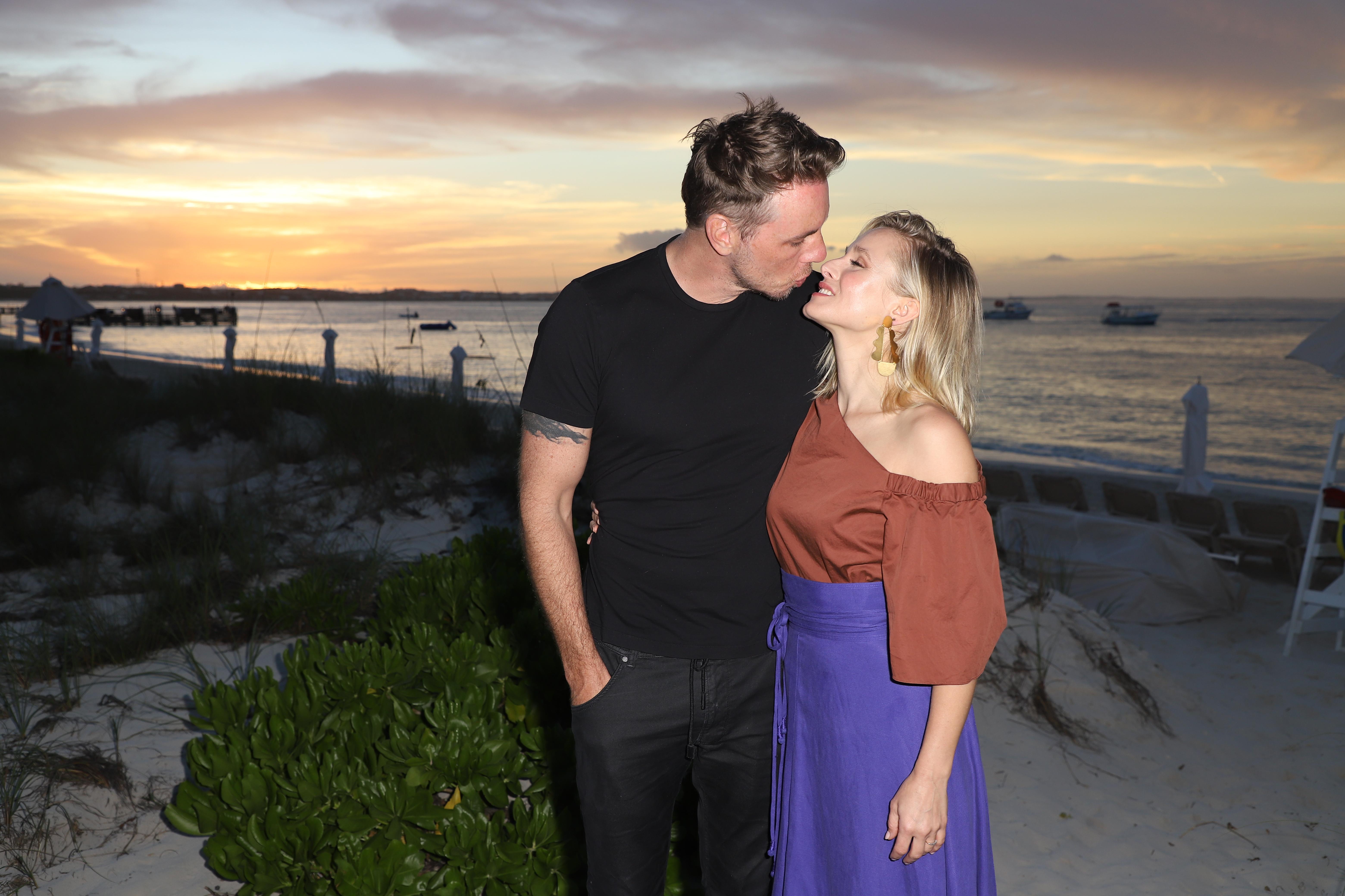 Kristen Bell datant de la vie rencontre un Conseil timide Guy